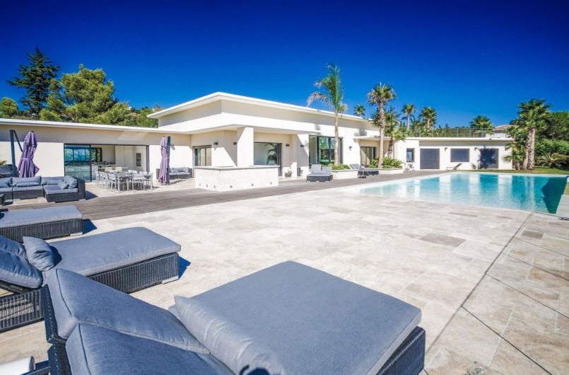 6 bed House - Villa For Sale in St Tropez area,