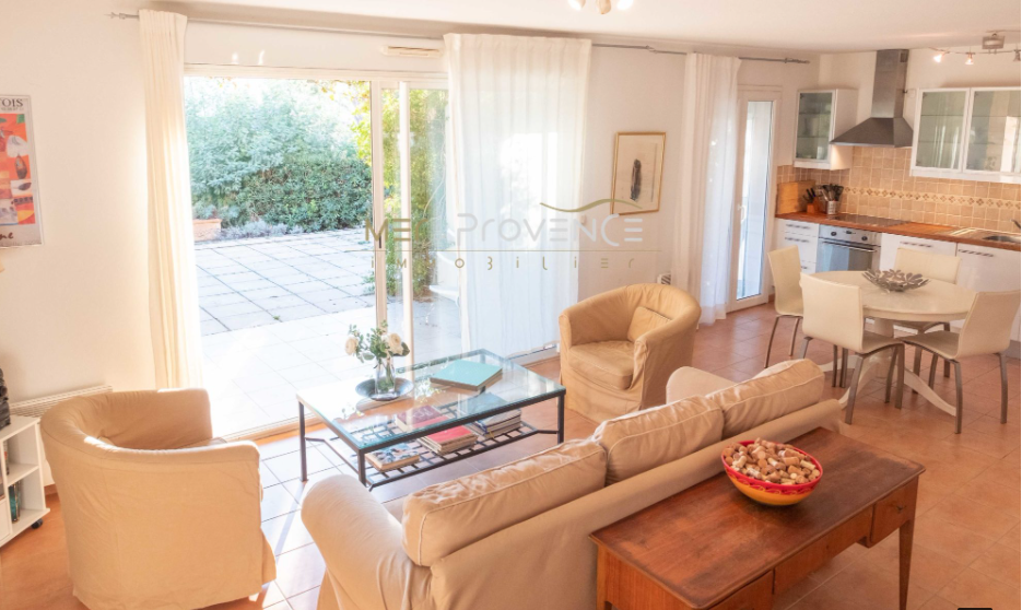 2 bed House - Villa For Sale in St Tropez Area,
