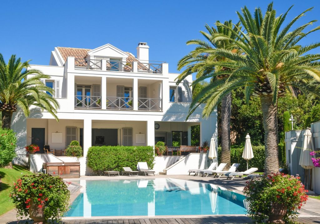6 bed House - Villa For Sale in St Raphael area,