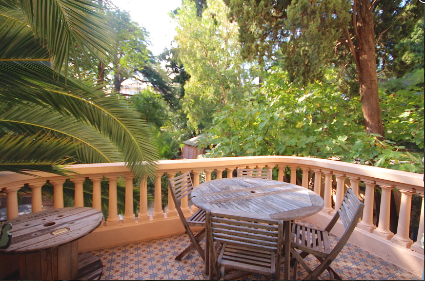 5 bed Apartment For Sale in Cannes area,